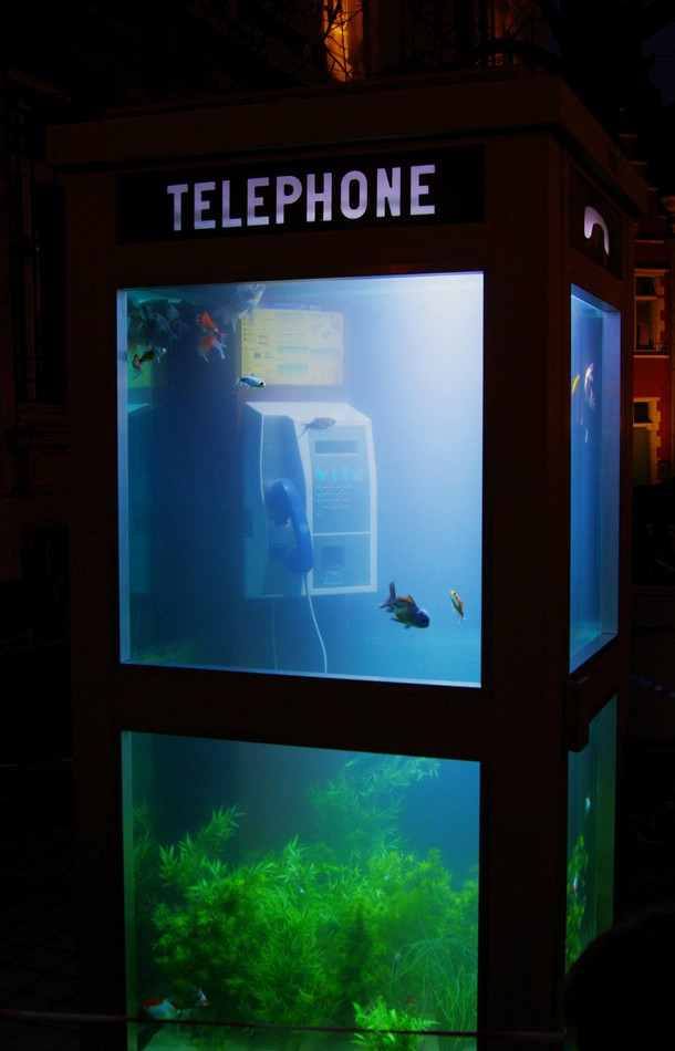8_aquarium_creative_phone_booth